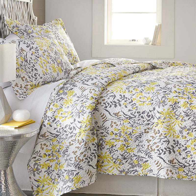 yellow leaf print quilt set