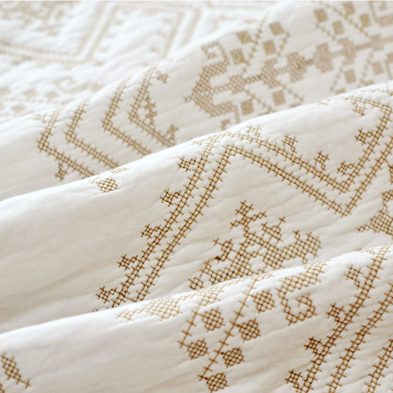 cross stitching white full size quilt bedspread set